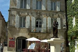Attractions la chabanaise correze gite france - Maison de la renaissance ...